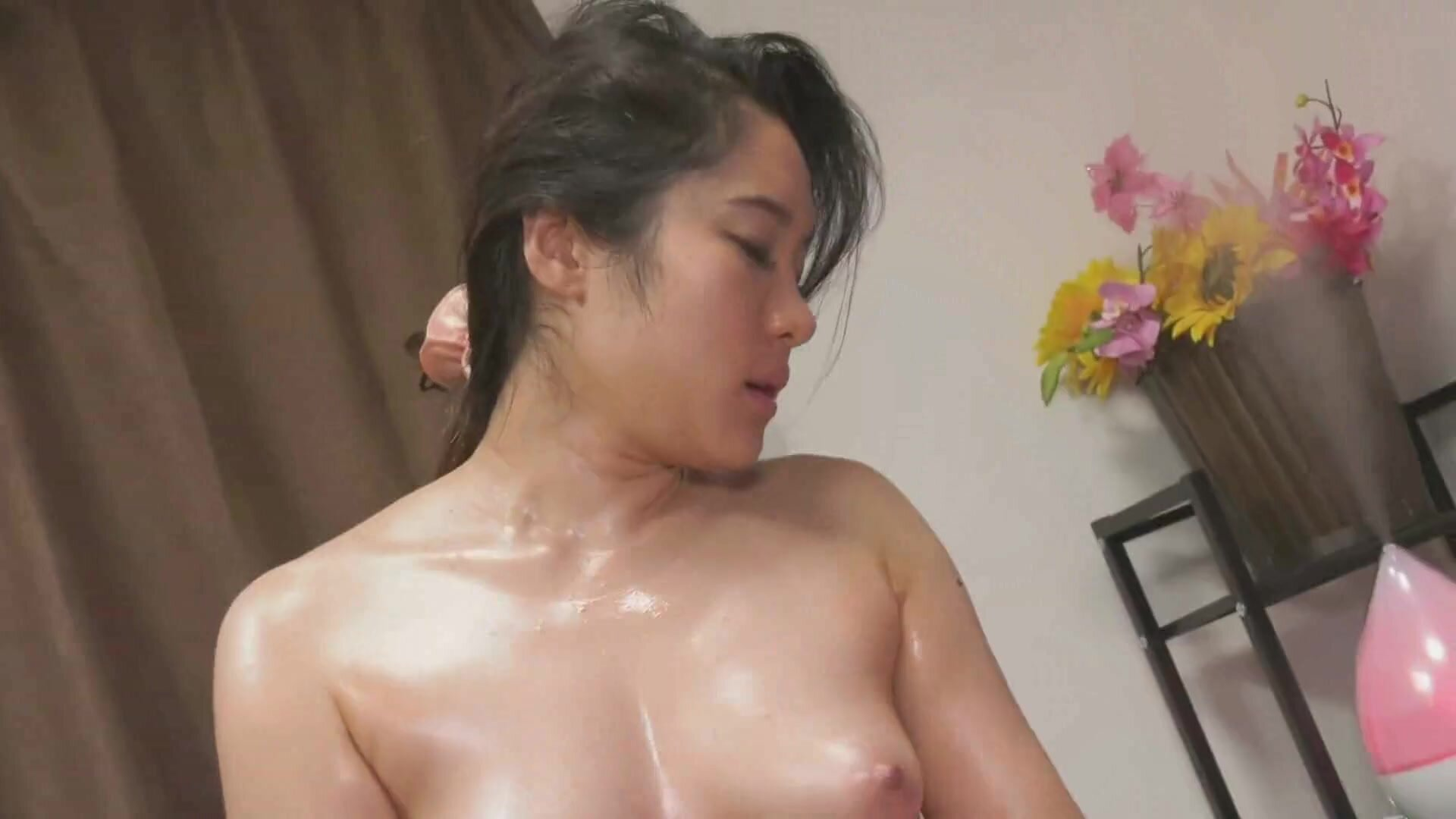 NATURAL MUSUME 021820 01 The Store Assistant Who Can T Stand The Masseuse S Thick And Superb Technique
