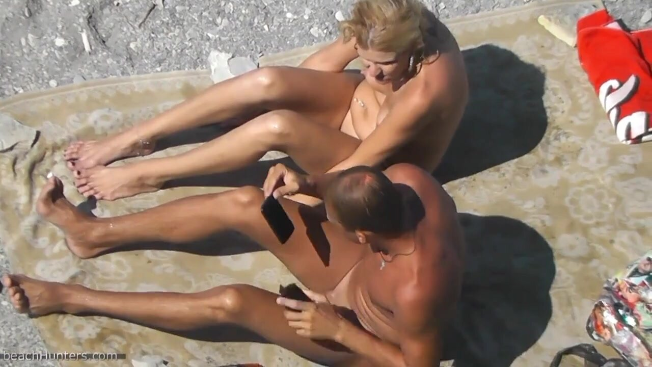 Amateurs Have Sex On The Beach