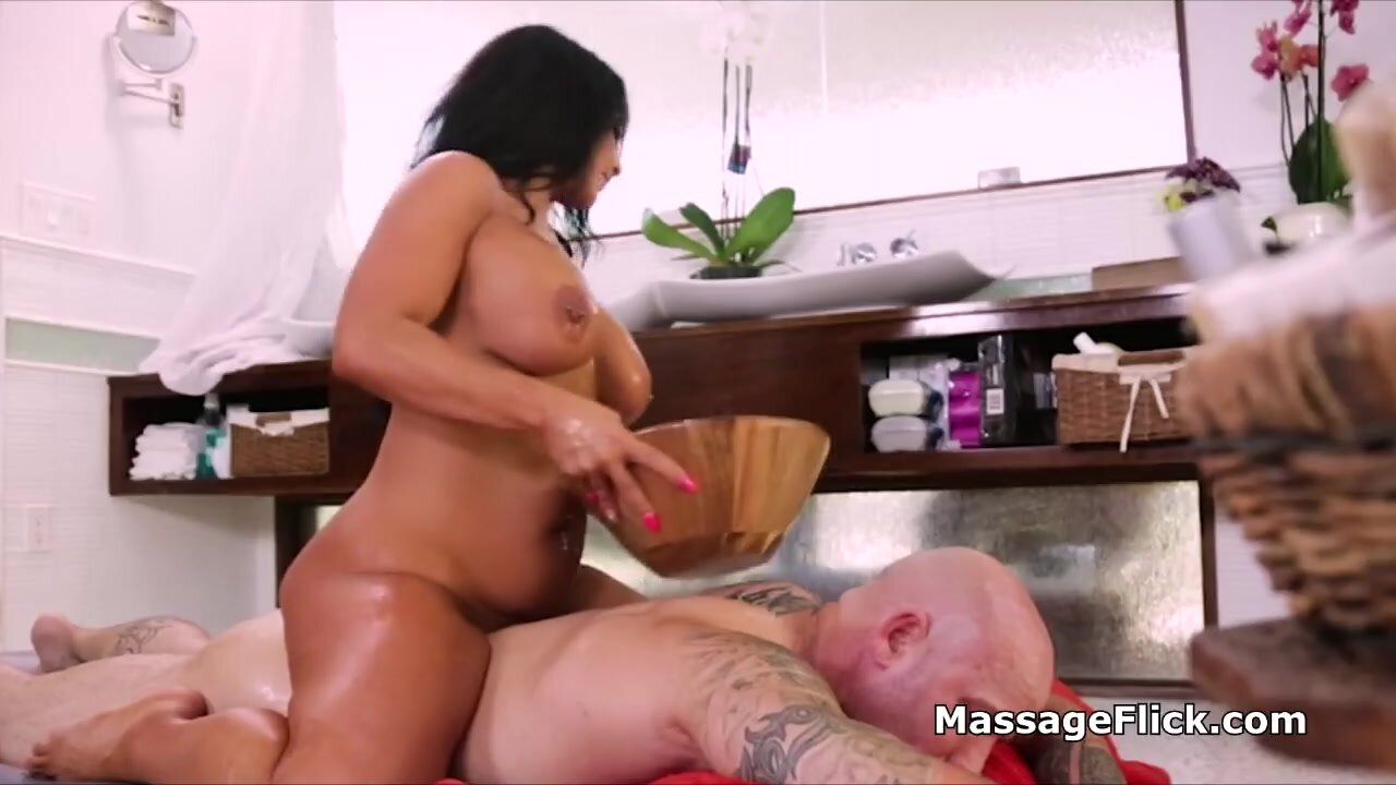 Drilling lubed masseuses milf pussy